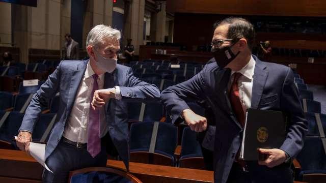 鮑爾、梅努欽對美經濟復甦速度不同調 (圖片:AFP)