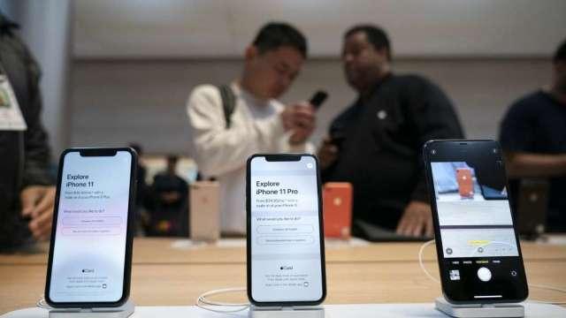 日經:蘋果加班趕進度 力爭5G iPhone手機量產只延後1-2個月(圖:AFP)