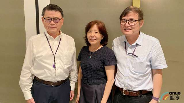 左至右為藥華藥執行長林國鐘、董事長詹青柳及總經理黃正谷。(鉅亨網記者沈筱禎攝)
