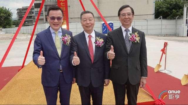 南港遠雄宜進合建I-CITY今動工,左起為劉學龍、詹正田及湯佳峯。(鉅亨網記者張欽發攝)