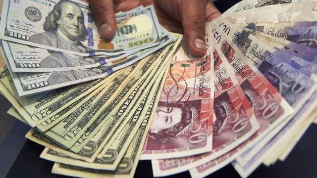 〈紐約匯市〉美疫情再度告急 避險美元回彈英鎊走高(圖片:AFP)