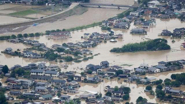 日本豪雨災情:汽車、電子業工廠多恢復運作 (圖片:AFP)
