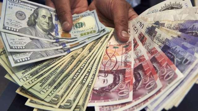 〈紐約匯市〉風險偏好難以捉摸 美元跌至兩週低點 歐元、英鎊雙漲(圖片:AFP)