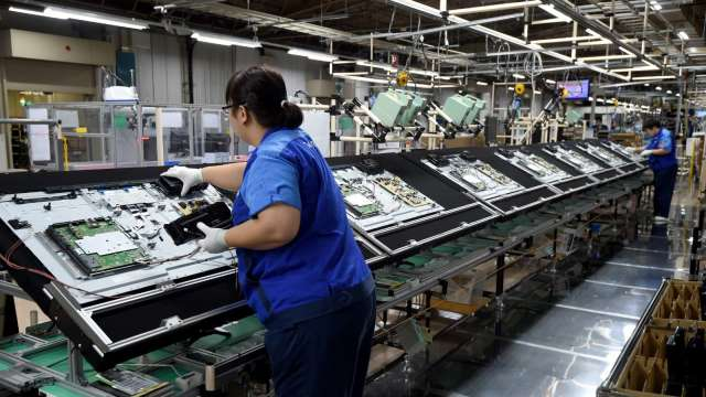 大尺寸面板出貨增,面板雙虎Q2營收站回600億元。(圖:AFP)