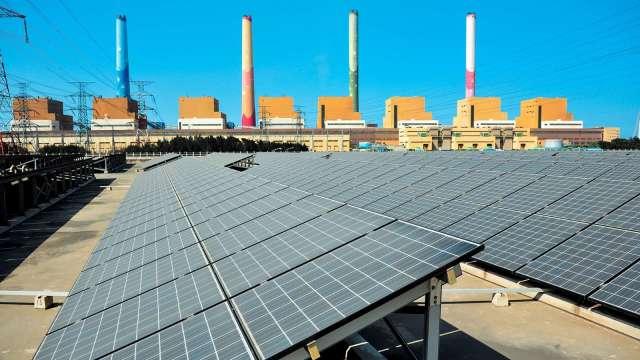 全台飆高溫用電量刷新歷史紀錄 太陽能供電攀升。(圖:台電提供)