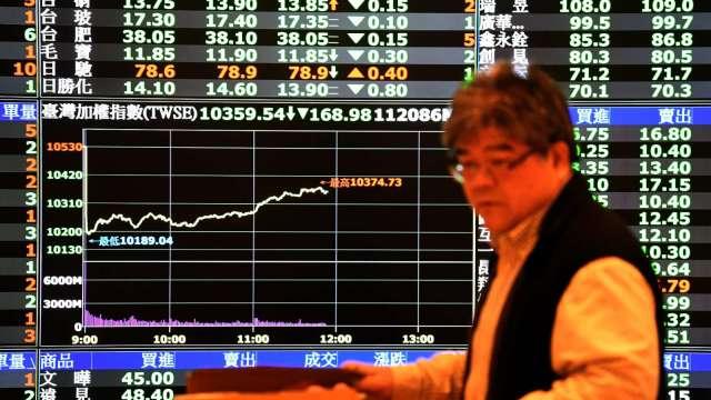 台股上沖下洗12300點得而復失 小跌6點收12202點。(圖:AFP)
