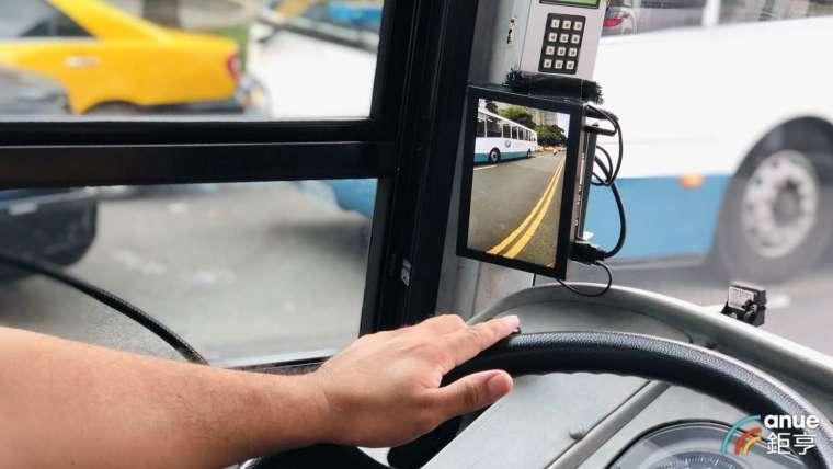 威盛 AI 車載系統搭載於台北客運橘 5 路線。(鉅亨網記者魏志豪攝)