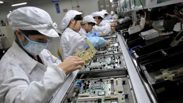 遠距商機刺激,經濟部估今年伺服器、可攜式電腦產值將續創新高。(圖:AFP)