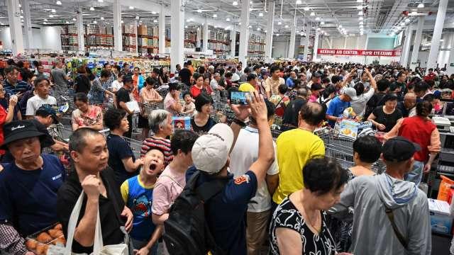 撙節支出 中國6月零售成長不如預期 衰退1.8%(圖片:AFP)