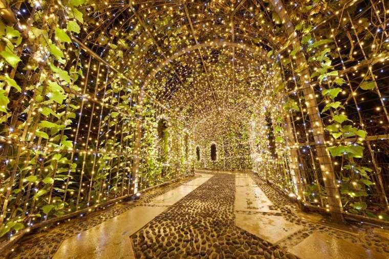 全台飯店唯一百米燈海隧道。(圖:遠雄來提供)