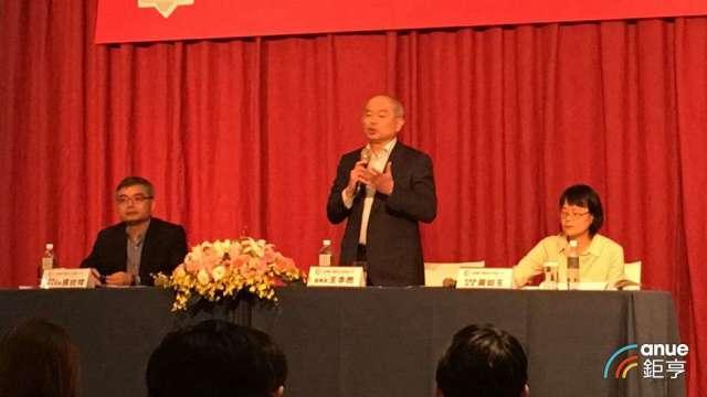由左至右為瑞儀董事長特助張紋祥、董事長王本然、瑞儀財務主管黃如玉。(鉅亨網資料照)