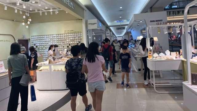 環球購物中心湧現暑期到店人潮。(圖:環球購物提供)