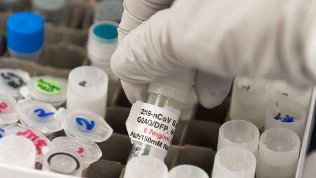 路透:確保疫苗量 歐盟正和Moderna、賽諾菲進行交易談判  (圖:AFP)