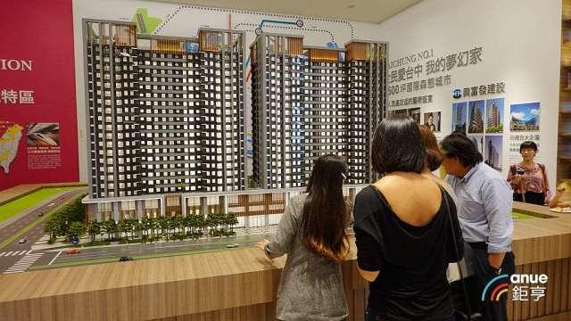 低利率環境推升房市交易熱度升高,調查顯示看漲Q3全台房市的占3成。(鉅亨網記者張欽發攝)