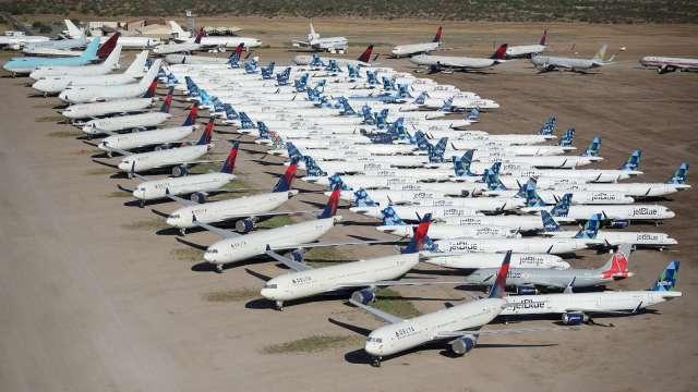 敬酒先喝!西南航空近1.7萬名雇員簽下自願離職、留停(圖片:AFP)
