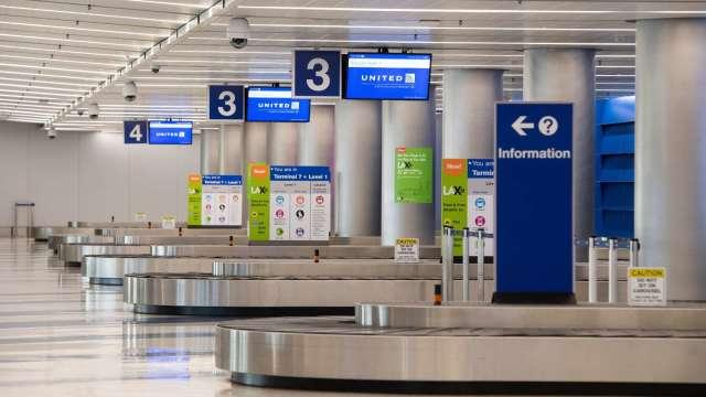 新增確診人數飆升 美航空旅遊人數4月來首週下降(圖片:AFP)