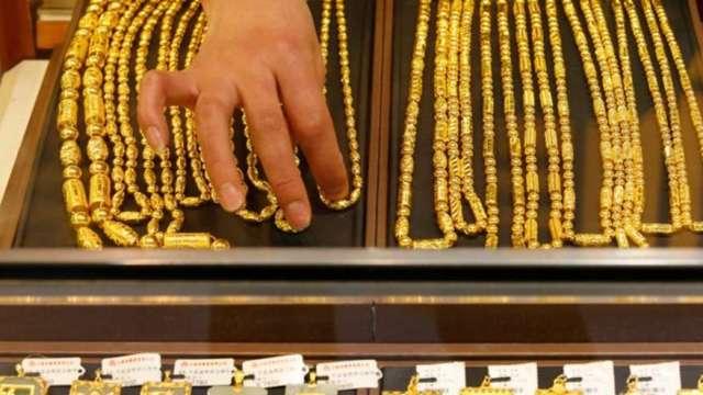 紙黃金推升金價創高 現貨黃金需求弱現不同光景  (圖:AFP)