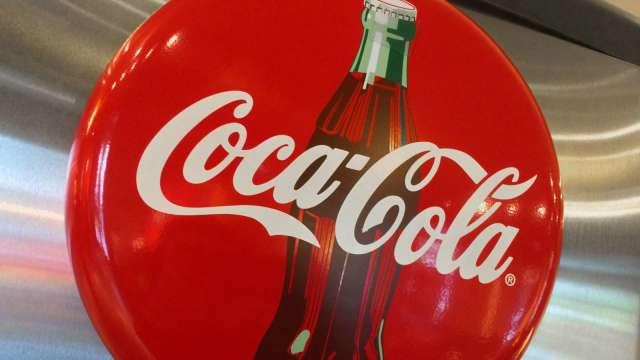 可口可樂Q2營收年減28% 預期需求將回升(圖片:AFP)