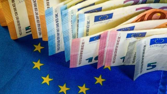 〈紐約匯市〉歐盟復甦基金終拍板 歐元飆升至19個月高點 美元疲軟(圖片:AFP)