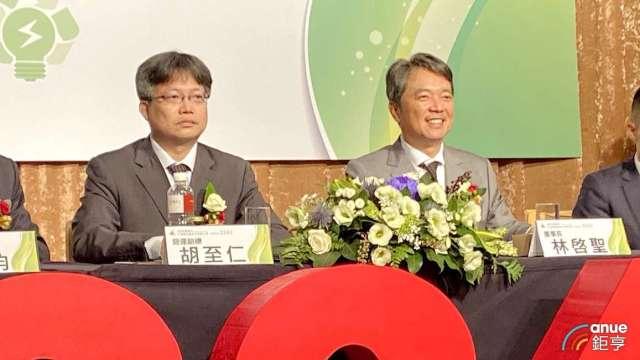 左為艾姆勒營運副總胡至仁、右為董事長林啓聖。(鉅亨網記者沈筱禎攝)