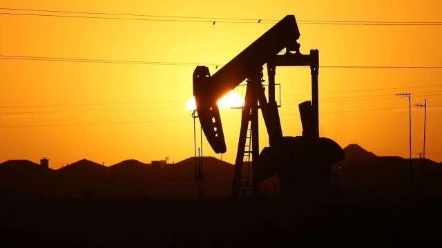 〈能源盤後〉美庫存意外上升 中美對峙 原油溫和收低(圖片:AFP)