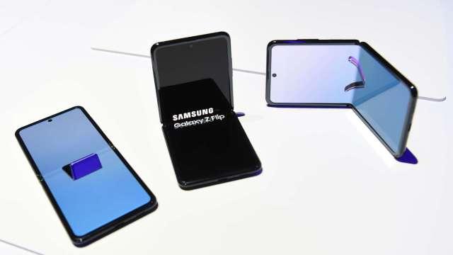 三星Galaxy Z Flip 5G規格曝光 8月7日上市、1450美元 (圖片為4G版本) (圖片:AFP)