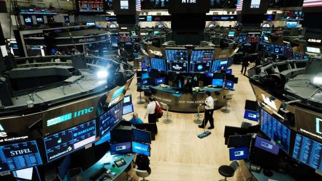 〈美股盤後〉利空連發!英特爾暴跌逾16% 四大指數盡墨 (圖片:AFP)