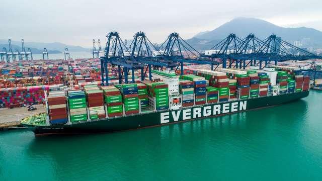 海運業者除了多數看好第三季,未來展望並不明朗。(圖:長榮提供)
