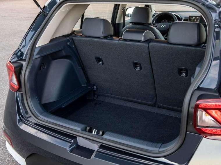 後廂基本容積則為 355 升,只能算是堪用等級,但可以後座 6/4 分離擴充行李廂容量。