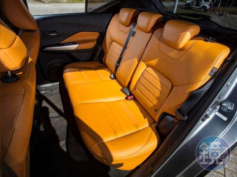 3D 超體感舒適座椅乘坐感舒適,可惜後座無法調整角度。