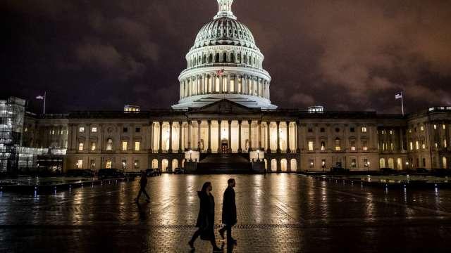 共和黨1兆美元刺激計畫出爐!失業救濟為工資70% 每人現金1200美元 (圖:AFP)