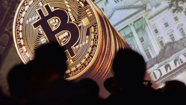 比特幣飆破11000美元 創1年多來新高 單日漲幅破10%(圖:AFP)