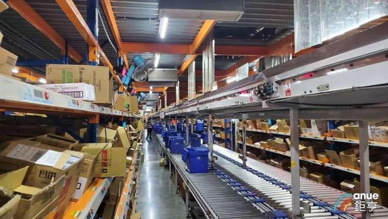岡山物流廠的備貨儲位已達 88% 以上。(鉅亨網記者王莞甯攝)