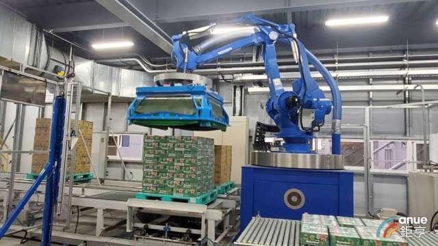 全聯全台第一座高科技自動倉儲於岡山廠啟動。(鉅亨網記者王莞甯攝)
