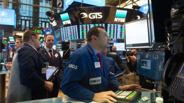 〈美股早盤〉市場關注美國刺激方案磋商 四大股指早盤低開 (圖:AFP)