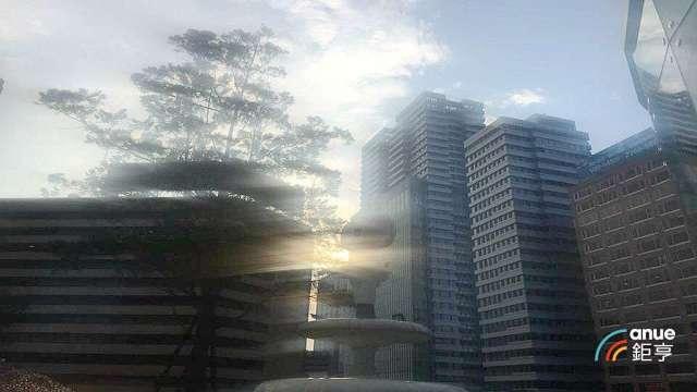 舊聯合報改建豪宅已揭露售逾90億元,成北市忠孝東路最熱賣豪宅。(鉅亨網記者張欽發攝)