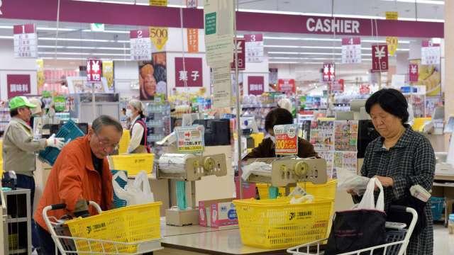 日本6月零售銷售額報年減1.2% 看法上修為「復甦當中」(圖片:AFP)