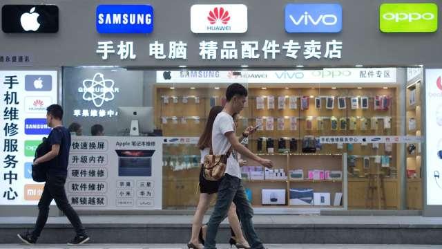 華為手機歐洲市占急降 小米、OPPO接收(圖片:AFP)
