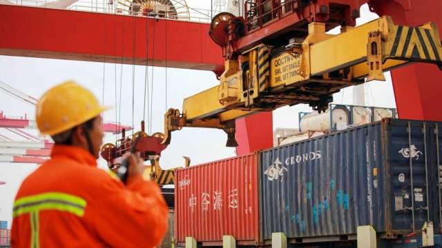 中國工廠活動復甦加速 7月官方製造業PMI數據優於預期(圖:AFP)