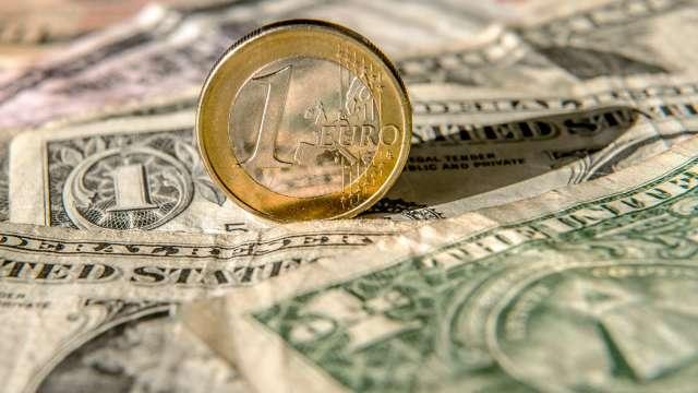美元主導地位鬆動 但其他對手太弱不足以取而代之(圖:AFP)