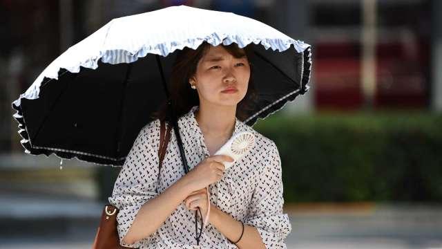〈鉅亨看世界〉日本利用電波技術預防中暑 (圖片:AFP)