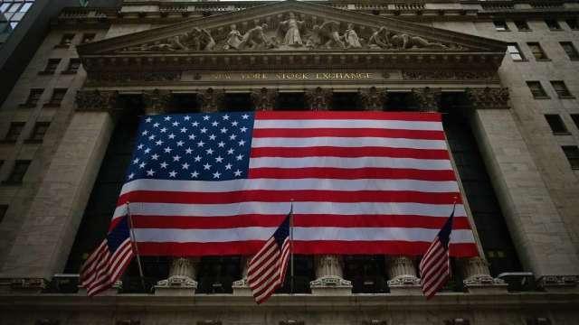 小摩:若美國經濟數據不佳 需留意美股適度走跌風險(圖:AFP)