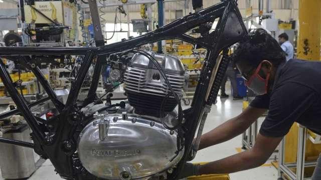 疫情持續威脅經濟前景 印度日經製造業PMI連4個月下跌(圖:AFP)