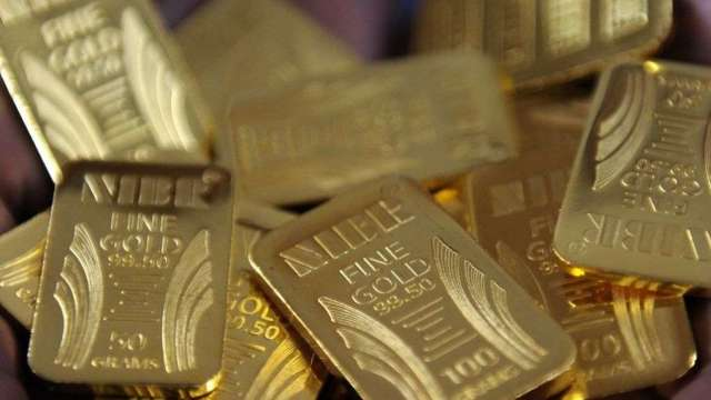 在資金買盤挹注下,推升黃金期貨價格漲破2000美元。(圖:AFP)