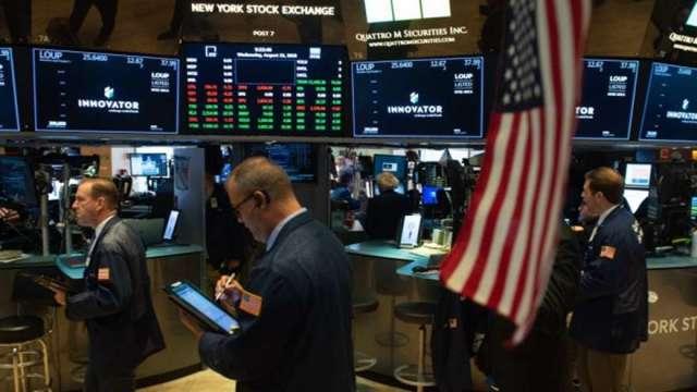 美股創高現壓力? 彭博 : 指數目前已高估且配息狀況是關鍵(圖:AFP)