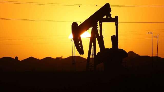 〈能源盤後〉美原油庫存大降 原油登上5個月高點 (圖片:AFP)