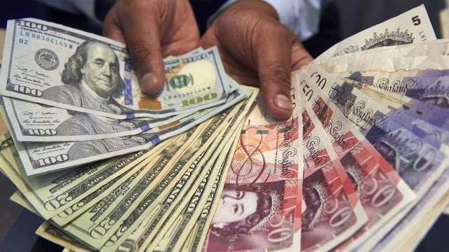 〈紐約匯市〉風險偏好受提振 美元續貶英鎊強漲(圖片:AFP)
