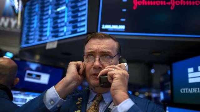 避險基金繼續擁抱股市行情 其客戶卻擔心高檔回落(圖:AFP)
