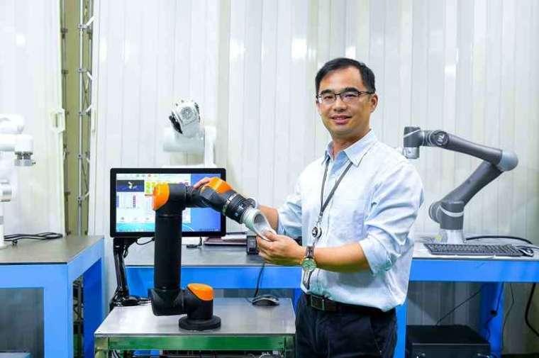 協作型機器人市場能處於發展初期,工研院機械所組長黃甦建議臺灣業者可多多應用,提升產線自動化程度,為疫後興起的總部經濟與智慧製造做好準備。