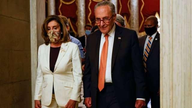 談判未果!白宮拒絕佩洛西 (左) 提議 削減「兆美元」刺激法案支出。(圖片:AFP)